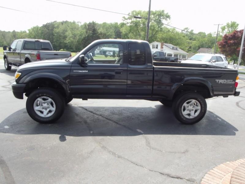 Toyota Tacoma 2002 price $8,500