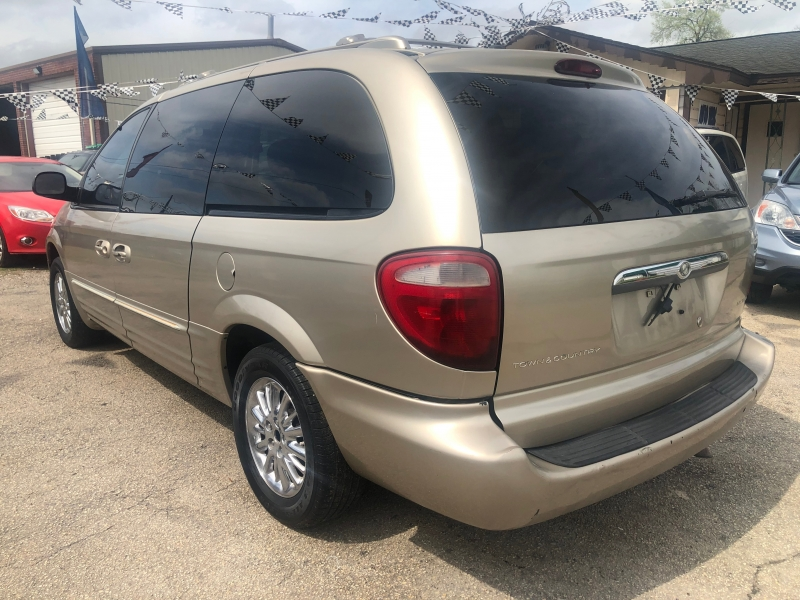 Chrysler Town & Country 2002 price $1,850