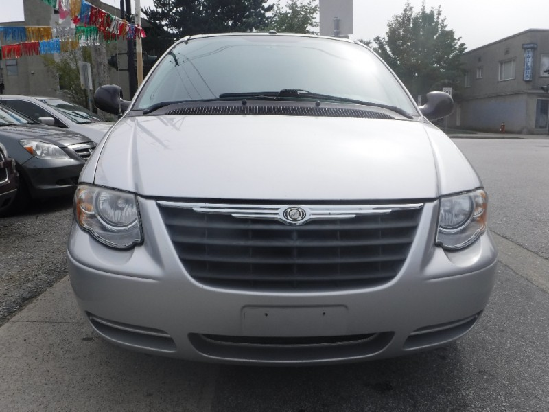 Chrysler Town & Country 2007 price $0