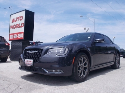 CHRYSLER 300 2017