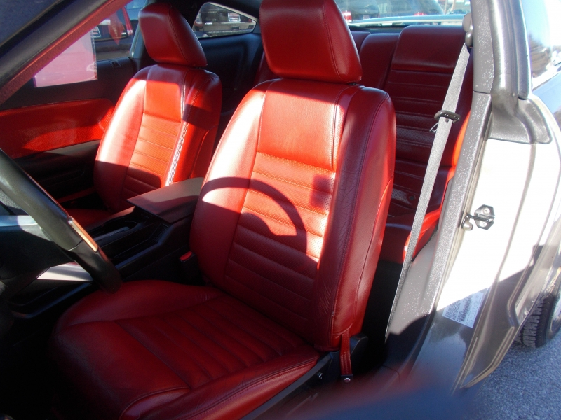 Ford Mustang 2005 price $5,999