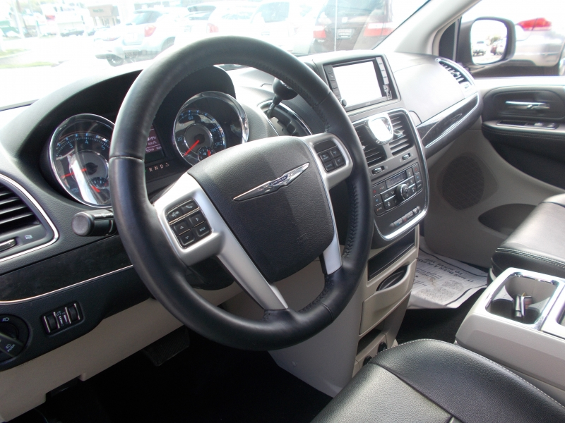 CHRYSLER TOWN & COUNTRY 2015 price $10,999