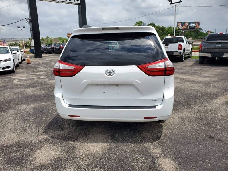 Toyota Sienna 2015 price $18,500