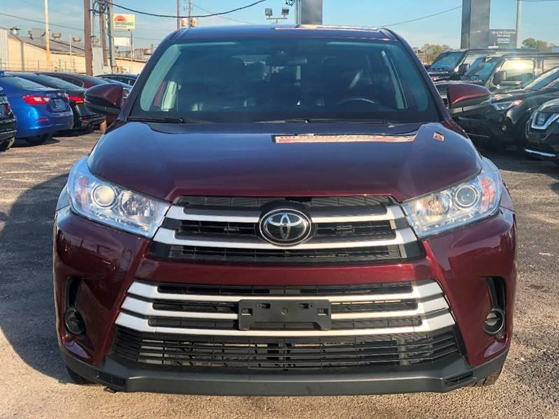 Toyota Highlander 2019 price $25,995