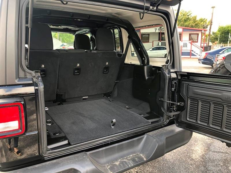 Jeep Wrangler Unlimited 2019 price $36,900