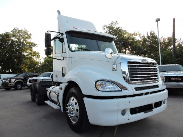 2005 Freightliner Columbia Day Cab 10 Speed W/ CAT