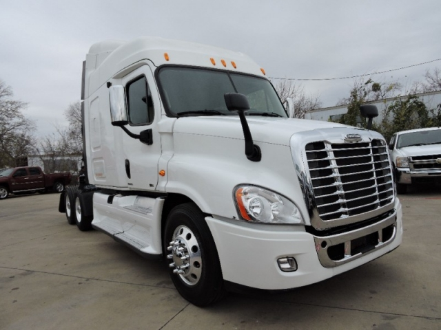 2012 Freightliner Cascadia 125 Mid Roof 10 Speed