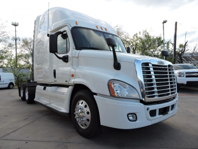 2012 Freightliner Cascadia 125 W/ Sleeper And DD15 Detroit And 10 Sp