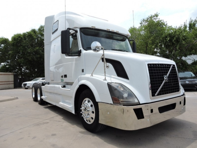 2012 Volvo VNL 64 W/Sleeper 10Speed And D13