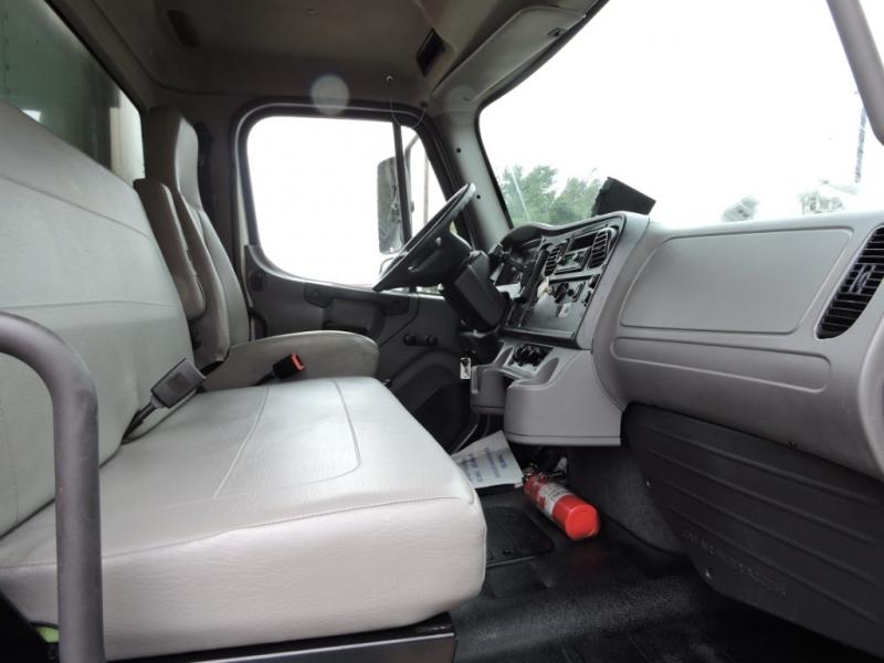 Freightliner M2 26 FOOT BOX 2013 price $25,900