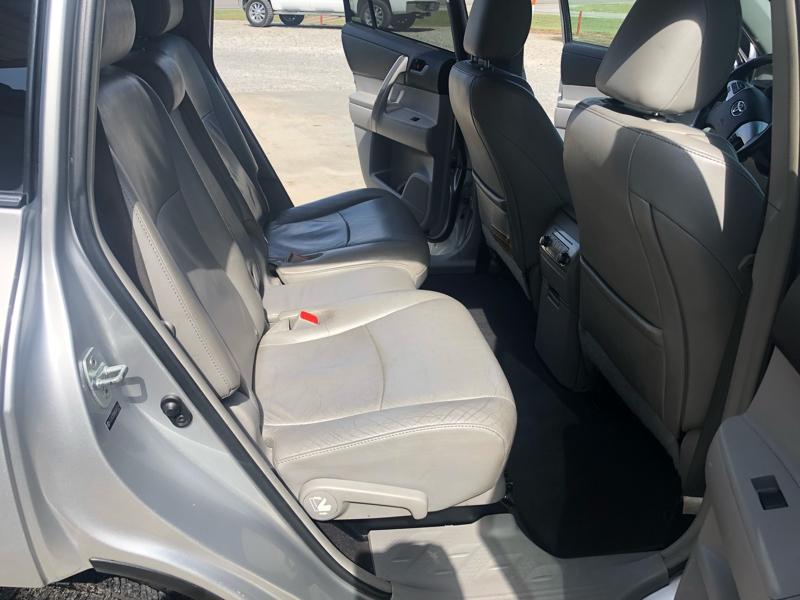 Toyota Highlander 2011 price $11,750
