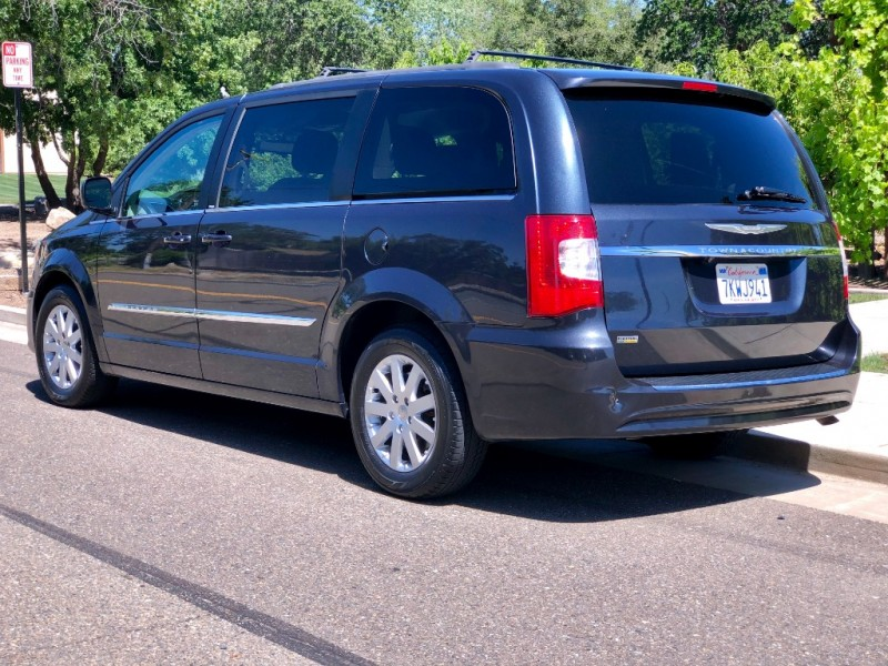 Chrysler Town & Country 2014 price $10,445