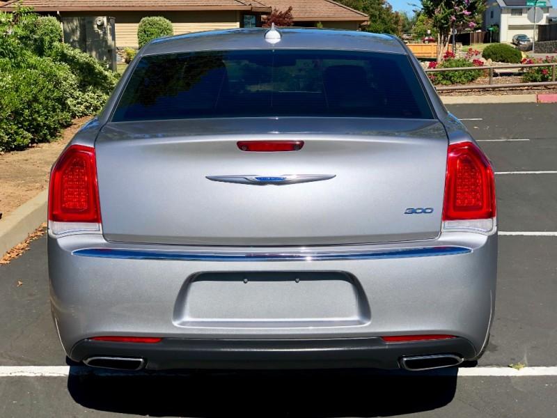 Chrysler 300-Series 2018 price $18,495