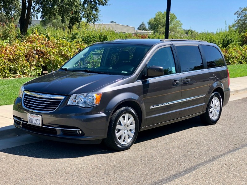 Chrysler Town & Country 2015 price $10,990