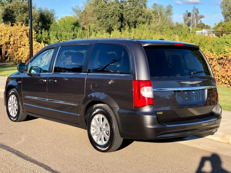 Chrysler Town & Country 2016 price $14,435