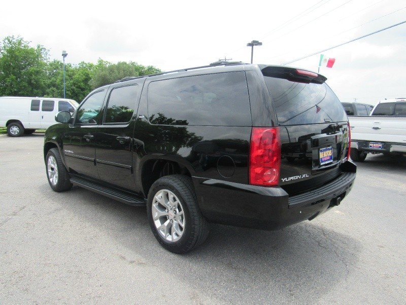 GMC Yukon XL 2013 price $18,950