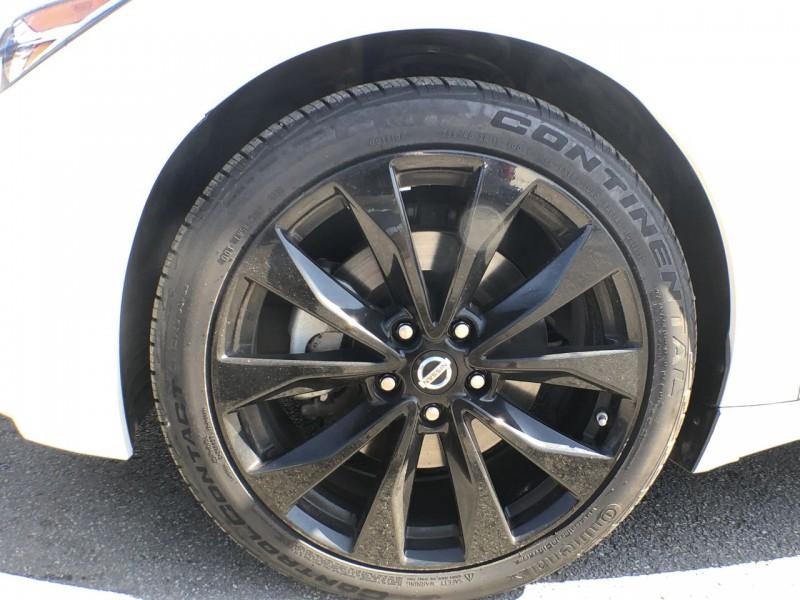 Nissan Maxima 2016 price $24,950