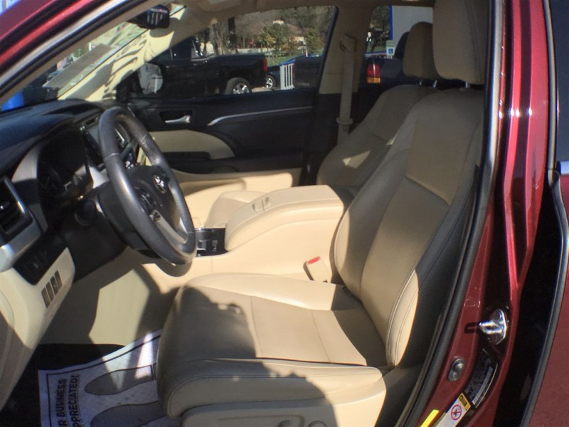 Toyota Highlander 2015 price $26,950