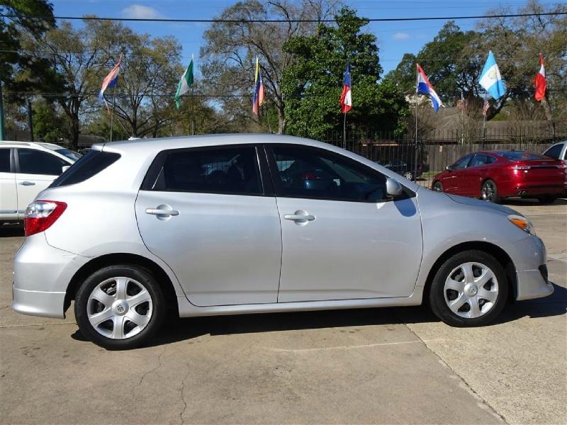 Toyota Matrix 2009 price $9,995