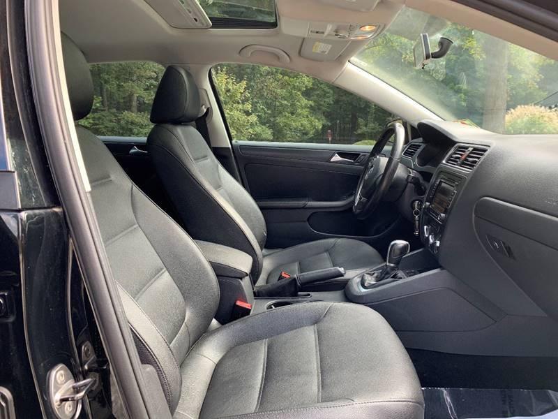 Volkswagen Jetta 2011 price $4,995