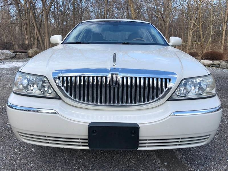 Lincoln Town Car 2004 price $5,995