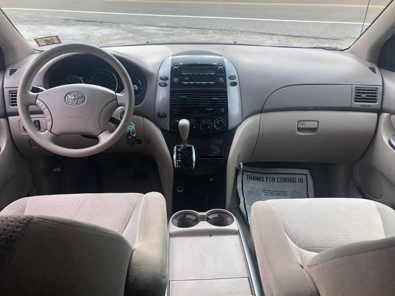 Toyota Sienna 2008 price $3,995