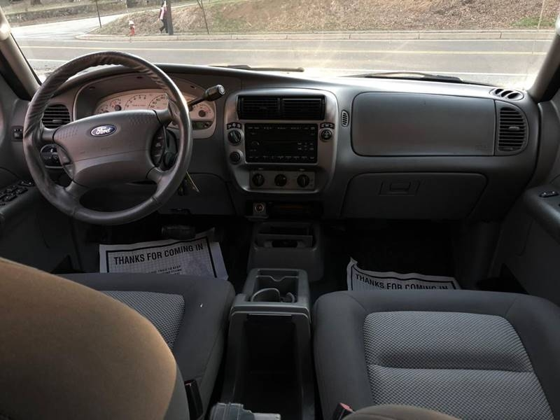 Ford Explorer Sport Trac 2005 price $3,995
