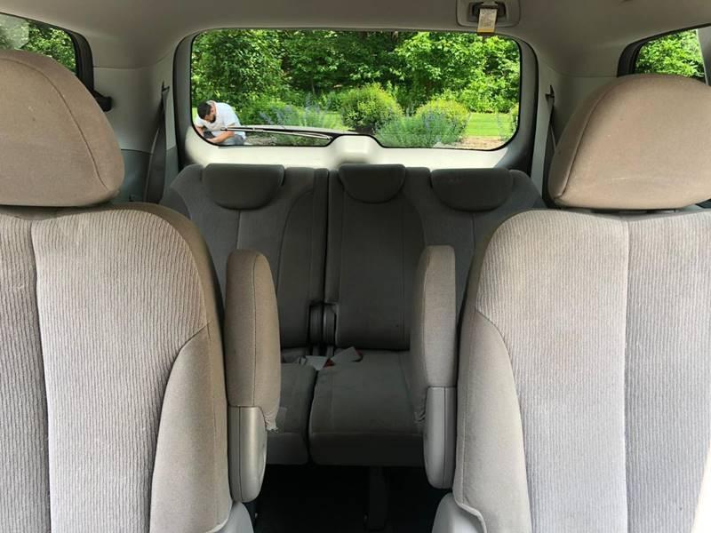 Kia Sedona 2014 price $6,995