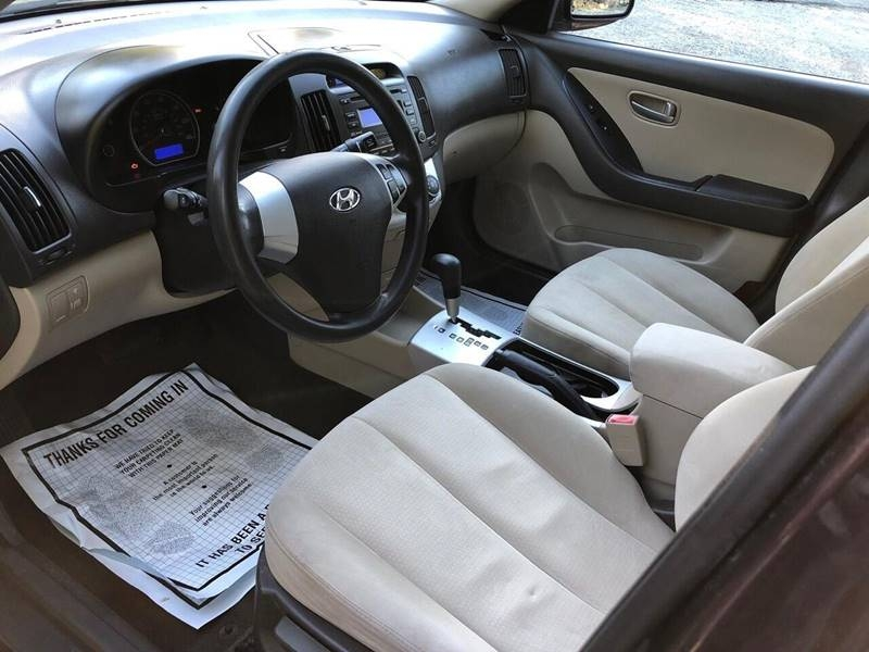 Hyundai Elantra 2009 price $1,995