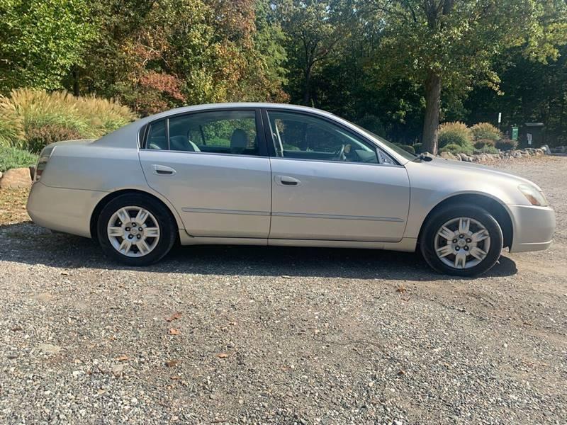 Nissan Altima 2005 price $996