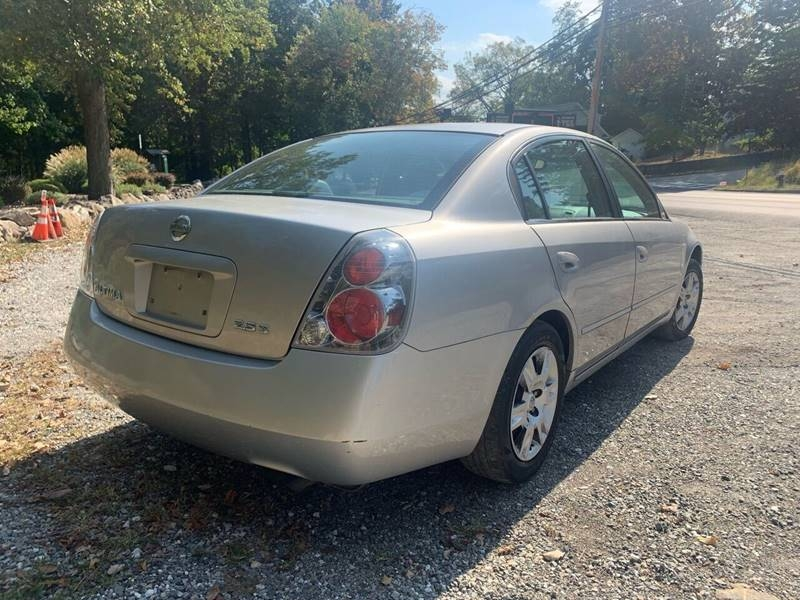 Nissan Altima 2005 price $996