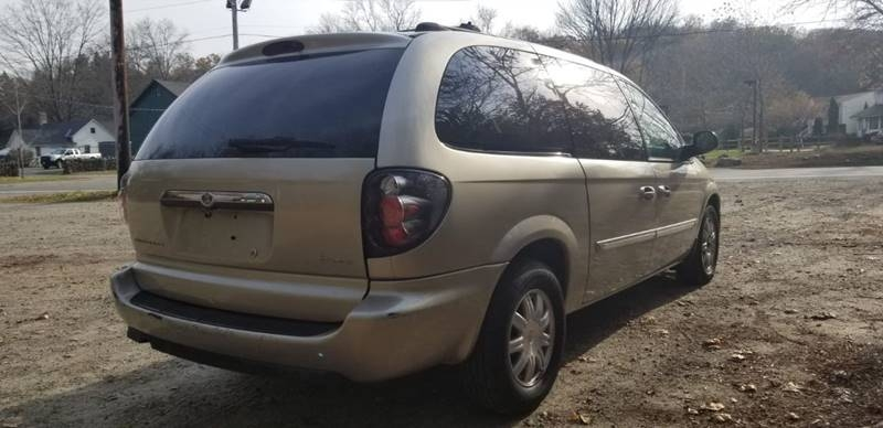 Chrysler Town and Country 2005 price $995