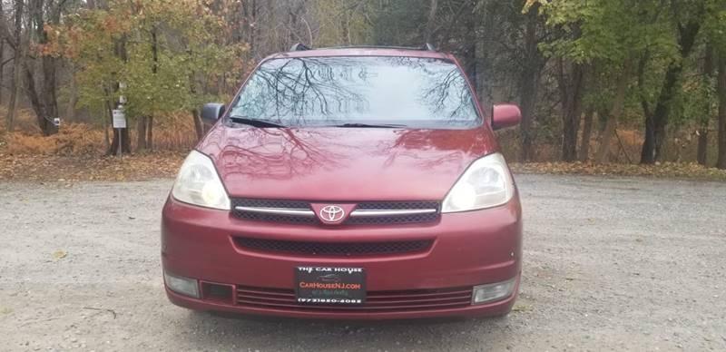 Toyota Sienna 2004 price $3,995