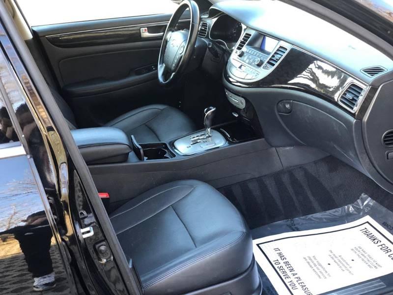 Hyundai Genesis 2013 price $9,995