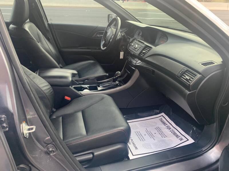 Honda Accord 2017 price $15,995