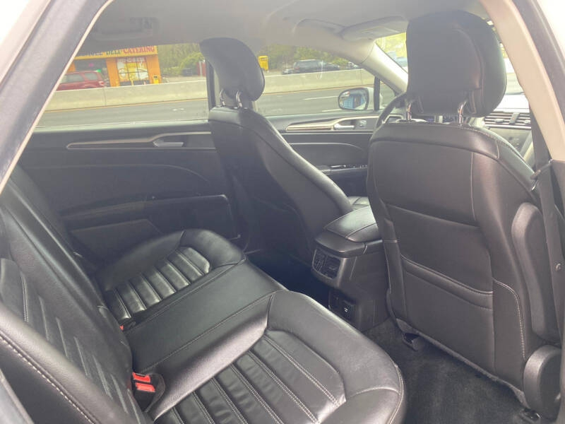 Ford Fusion Hybrid 2013 price $6,995