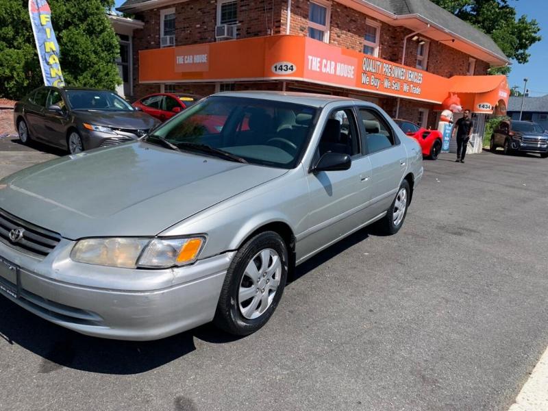 Toyota Camry 2000 price $2,495
