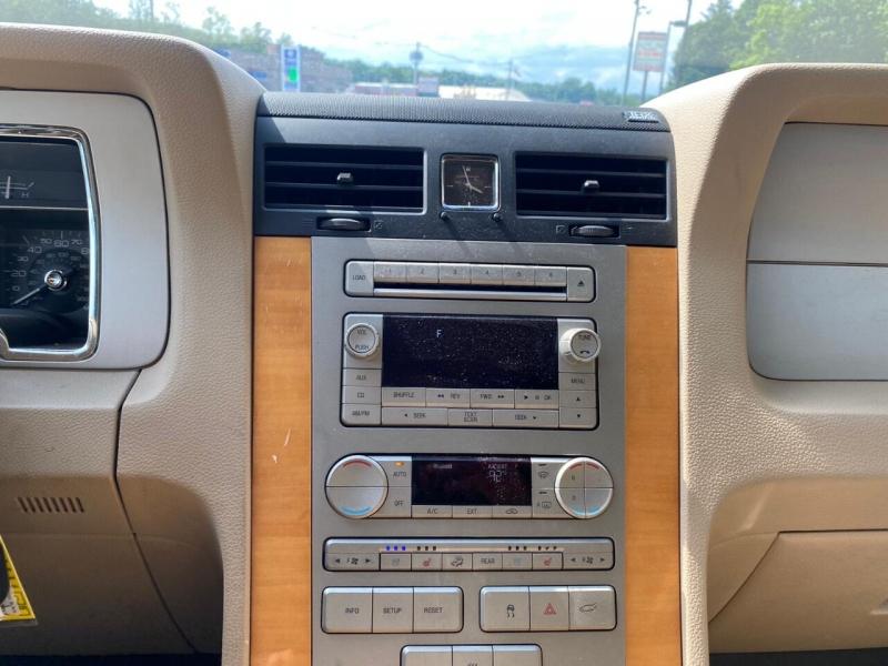 Lincoln Navigator 2010 price $7,995