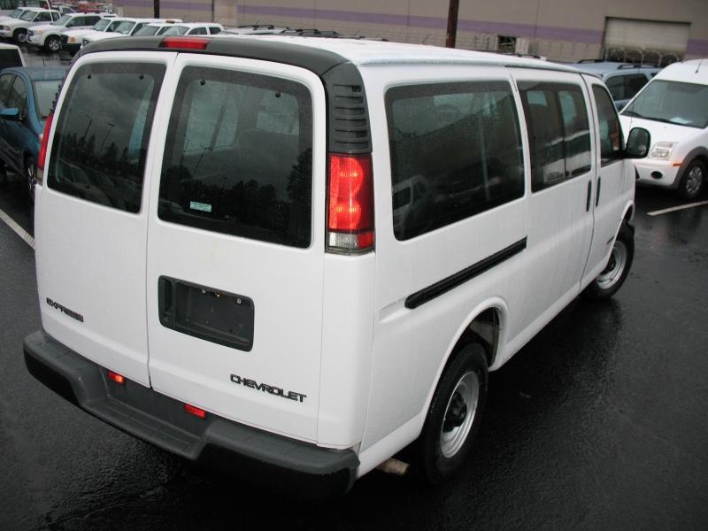 Chevrolet Express Passenger 2001 price $7,495