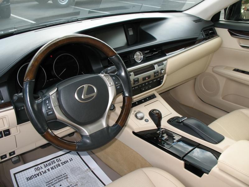 Lexus ES 350 2013 price $15,495