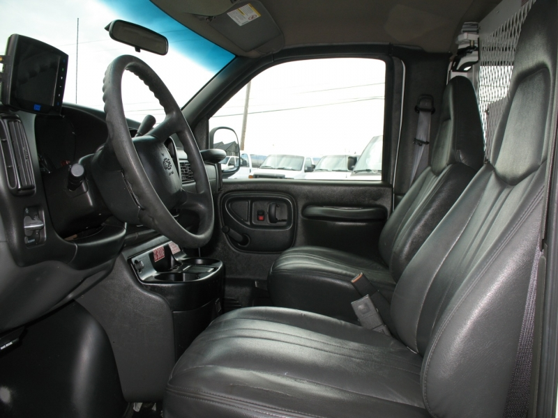 Chevrolet Express Cargo Van 2001 price $5,995