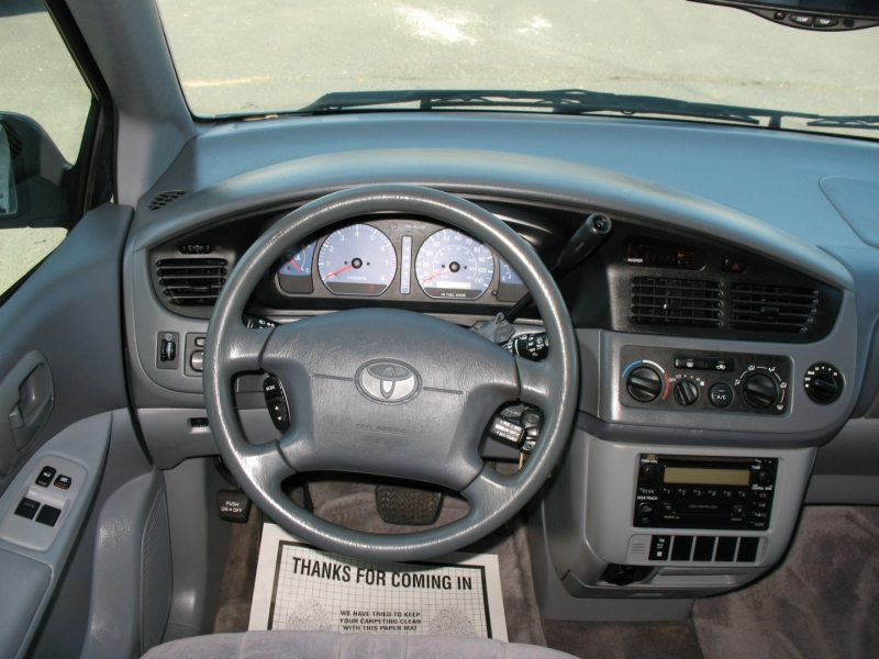 Toyota Sienna 2003 price $7,495