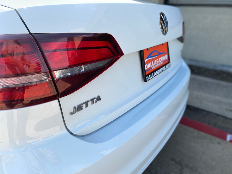 Volkswagen Jetta 2017 price $9,688