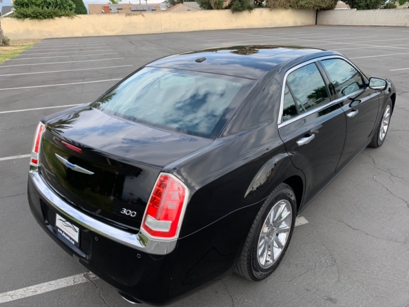 Chrysler 300 2012 price $9,999