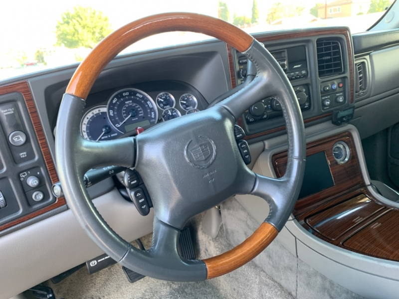 Cadillac Escalade 2002 price $5,999