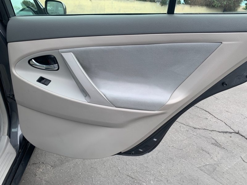 Toyota Camry Hybrid 2009 price $8,750