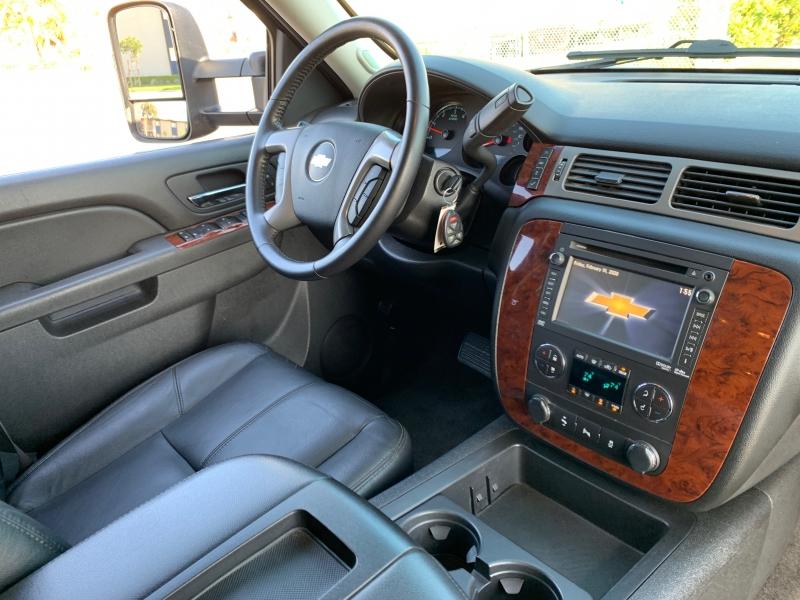 Chevrolet Suburban 2012 price $19,988