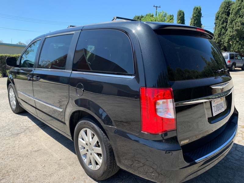 Chrysler Town & Country 2014 price $8,999
