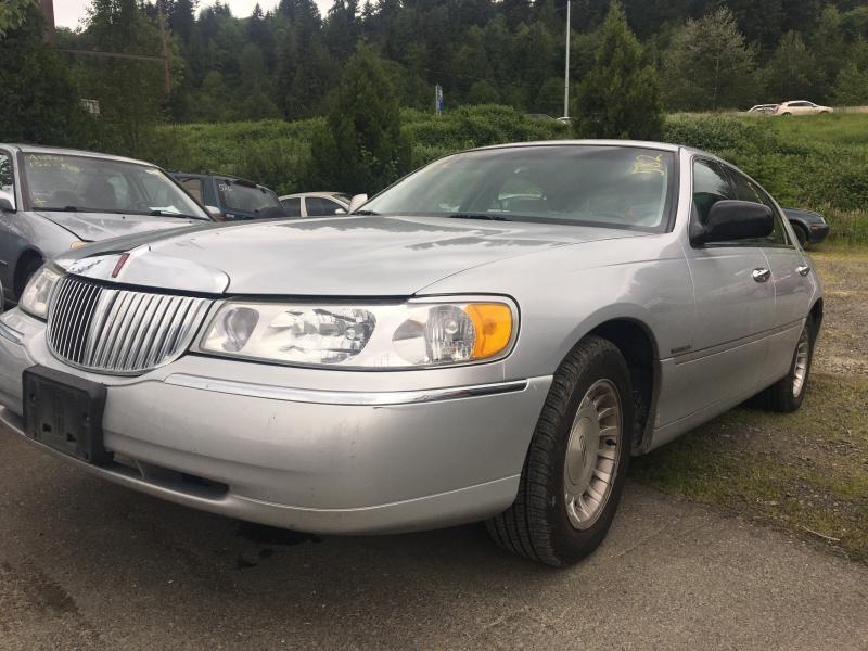 Lincoln Town Car 1998 price $950 Starting Bid