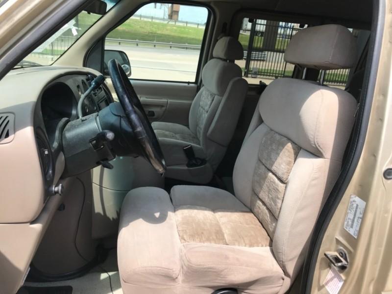 Ford Econoline Cargo Van 2000 price $4,597